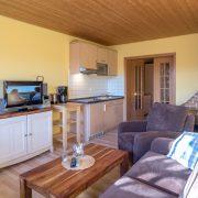 Wohnzimmer mit Küchenzeile Wohnung 4